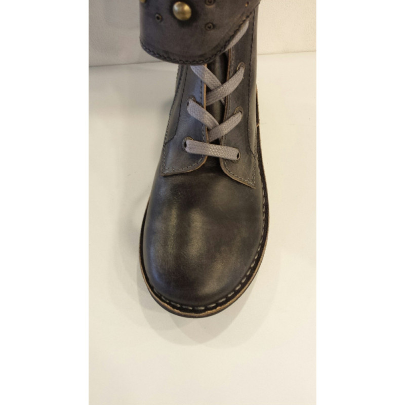 GROOVIZZ de KICKERS boot's ou chaussures montantes en cuir