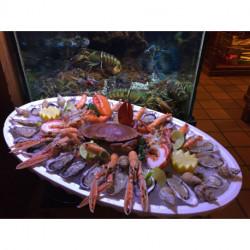 Plateau 2 pers. : 24 huîtres, 1 homard, 1 tourteau, 4 langoustines, 10 crevettes roses, 20 bulots